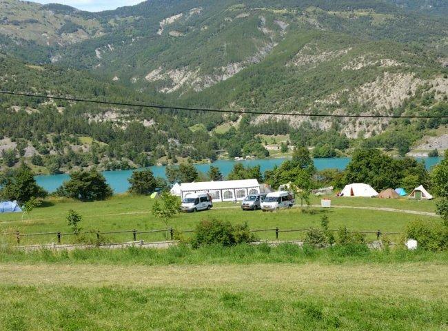 Camping lou pibou vue sur lac serre ponçon